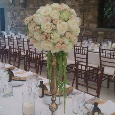 Italian wedding with Avalanche+ byMeijer Rosesstyled byFranci's Flowers Wedding Design!