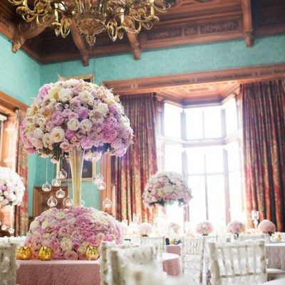 The stunning work ofRed Floral Architecturewith Avalanche+ and Sweet Avalanche byMeijer Roses!
