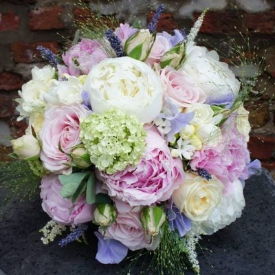 Wedding bouquet with Sweet Avalanche and Avalanche. Photo byFlowerworks Florists