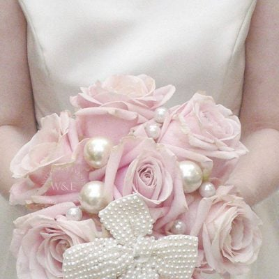 Wedding bouquet with Sweet Avalanche made by Wedding and Events Floral Design