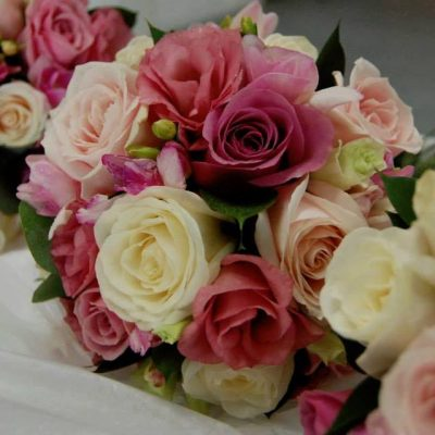 Bouquets with Sweet Avalanche and Avalanche+ for the bridesmaids designed by Mood Flowers