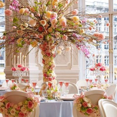 Sweet Avalanche byMeijer Rosesin stunning table decoration designed byPhilippa Craddock Flowers