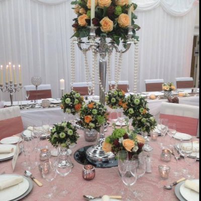 Pearl Avalanche byMeijer Rosesstyled in a beautiful centerpiece designed bySusie Lomax! (photo by Susie Lomax)