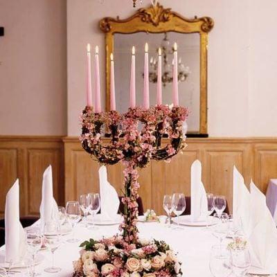 Beautiful table centerpiece with Sweet Avalanche by Meijer Rosesdesigned byPaula Pryke Flowers! (photo from blog byFlowerona - Rona Wheeldon's Flower Blog)