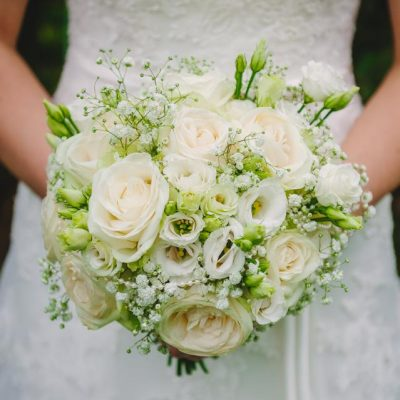 The bouquet went beautifully with A-line lace wedding dress.